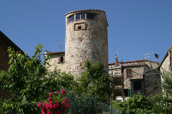 Montefollonico (600Wx400H) - Motefollonico: a tower of the town walls - photo courtesy of Paolo Ramponi - castellitoscani.com