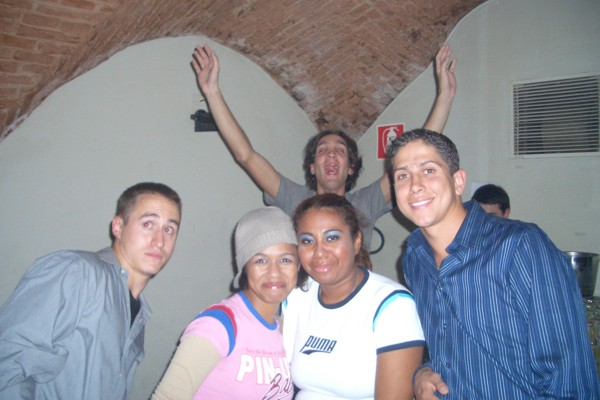 Syracuse students (600Wx400H) - Students from Syracuse University dancing hiphop @ Dolcezucchero - fall 2004 (photo by Chris)