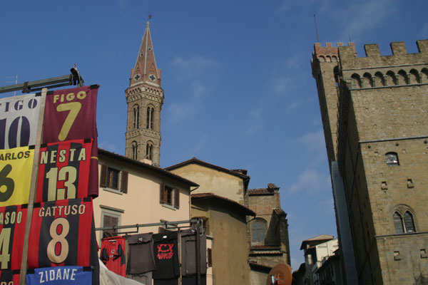 Street Market (600Wx400H) - Football t-shirts and masterpieces of Art...welcome in Florence!;) (Photo by Marco De La Pierre)