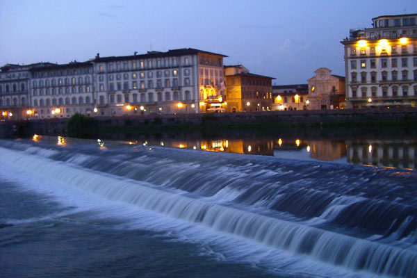 Arno river by night (600Wx400H) - Arno river by night (Photo by Marion Schaper)
