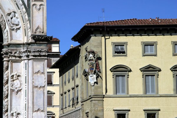 Coat of Arms (600Wx400H) - Coat of Arms on Palazzo della Curia facade (Piazza del Duomo) - [Photo by Paolo Ramponi]