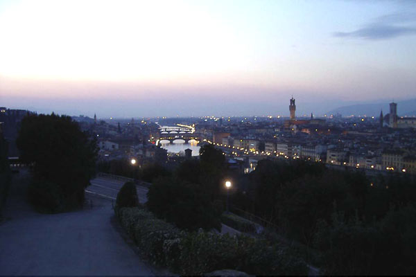 Michelangelo by night (600Wx400H) - Piazzale Michelangelo by night (Photo by Marion Schaper)