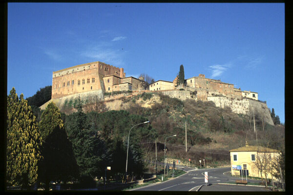 S. Giovanni d'Asso (600Wx400H) - The Castle - photo courtesy of Paolo Ramponi - castellitoscani.com