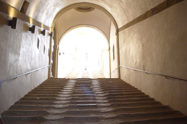 Belvedere's stairs (600Wx400H) - The beautiful main entrance of Forte Belvedere