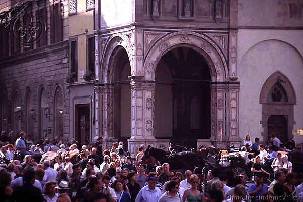 Crowd (600Wx400H) - The crowd between Piazza del Duomo and Via Calzaiuoli (Photo by Paolo Ramponi)