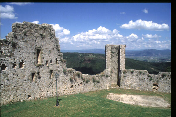 Civitella Valdichiana (600Wx400H) - The Castle - photo courtesy of Paolo Ramponi - castellitoscani.com