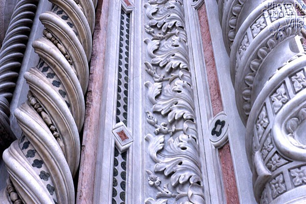 Marbles (600Wx400H) - Marbles on the main facade (Photo by Paolo Ramponi)