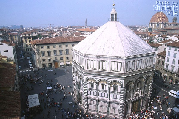 Baptistery (600Wx400H) - The San Giovanni Baptistery viewed from the Giotto belltower, on its back the Medicean Chapel dome. (Photo by Paolo Ramponi)