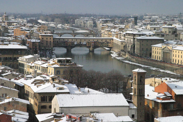 Ponte Vecchio (600Wx400H) - 28th December 2005 -  Ponte Vecchio under the snow... (Photo by Marco De La Pierre)
