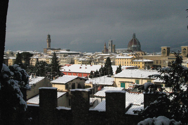 White Renaissance (600Wx400H) - 28th December 2005 - View of Florence  (Photo by Marco De La Pierre)