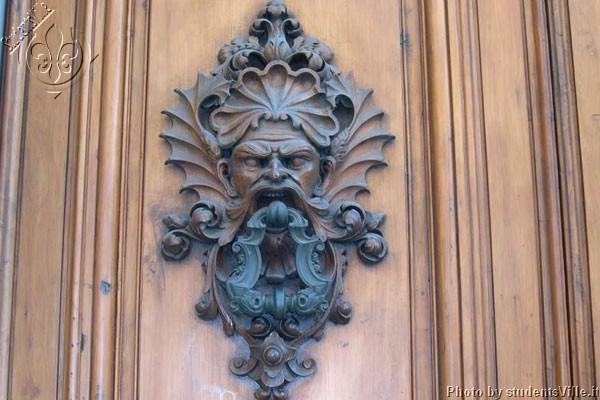 Door Knocker (600Wx400H) - Artistic (...and monstrous!) door knocker of a Palace located in Via dè Benci, close to Santa Croce Square. (Photo by Marco De La Pierre)