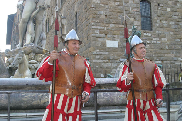 Download Guards in Florence (600Wx400H)