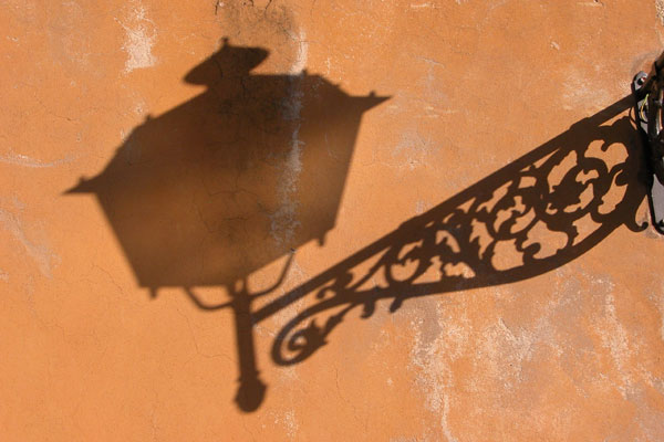 Street Lamp - Shadow (600Wx400H) - Typical florentine lamp at Boboli Garden (Photo by Luisella Tartoni)