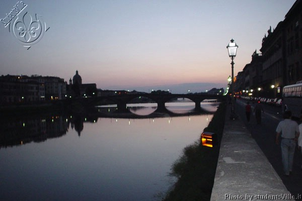 Lungarno Acciaiuoli (600Wx400H) - Lungarno Acciaiuoli and Ponte Santa Trinità at night (Photo by Danette St Onge, San Francisco)