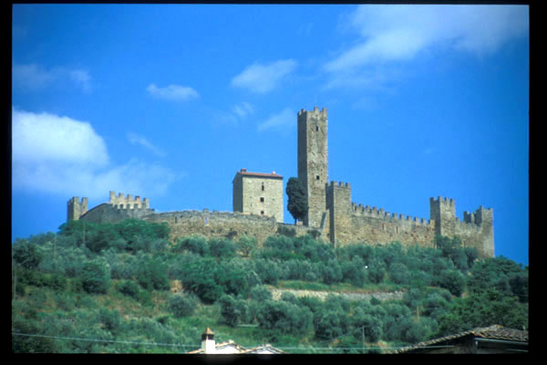Montecchio Vesponi (600Wx400H) - The Castle - photo courtesy of Paolo Ramponi - castellitoscani.com