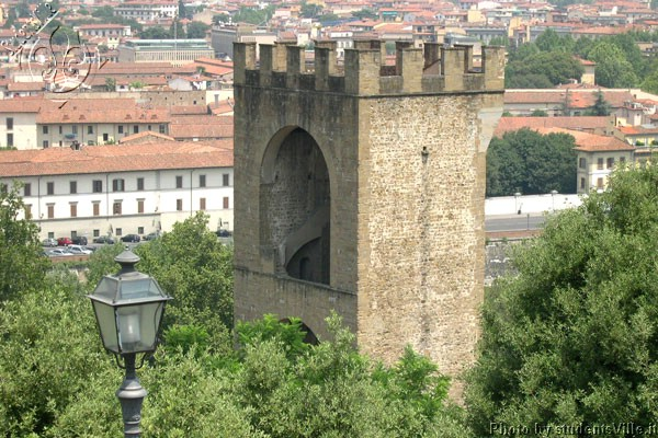 San Niccolò (600Wx400H) - Tower in the sparkling district of San Niccolò. (Photo by Marco De La Pierre)