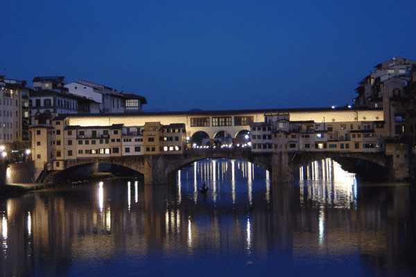 Ponte Vecchio (600Wx400H) - Elegant picture of Ponte Vecchio by night (Photo by Fabio, Internet Station Service in Largo Alinari, 30)