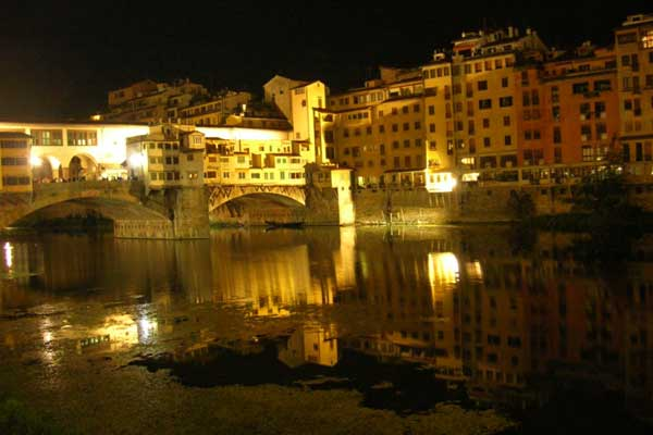 Ponte Vecchio by night (600Wx400H) - Ponte Vecchio by Night (Photo taken by Gianluca Tufano)