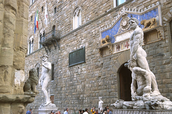 Palazzo Vecchio (600Wx400H) - From the Loggia dei Lanzi: the statues of 'Ercole e Caco' and 'David', the scenography is Palazzo Vecchio (Photo by Paolo Ramponi)