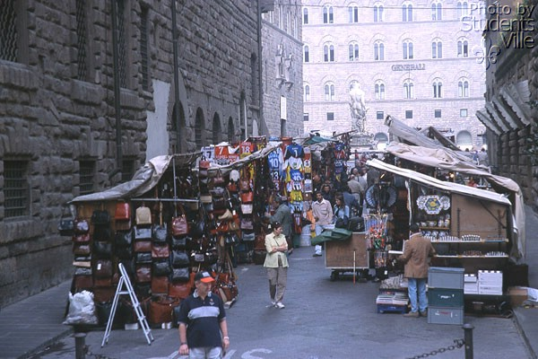 San Firenze (600Wx400H) - The market between Piazza S.Firenze e Piazza Signoria. (Photo by Marco De La Pierre)