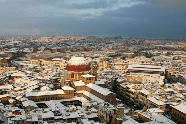 San Lorenzo (600Wx400H) - A Vision of San Lorenzo district (and market) under the snow (Photo Courtesy of <a href='http://xoomer.virgilio.it/neveafirenze/' target='_blank'>Marco di Leo </a>)