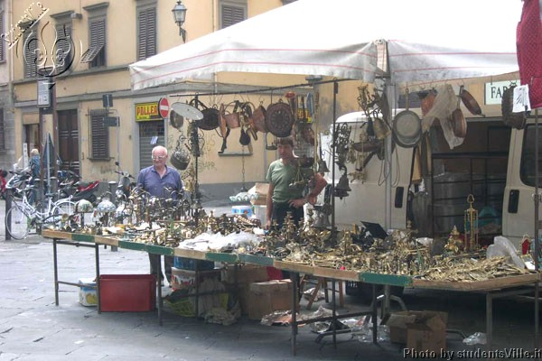 Market in Santo Spirito (600Wx400H) - Everyday life in Santo Spirito . This square is one of the most sparkling and genuine place of the city either day or night. Not to be missed! (Photo by Marco De La Pierre)