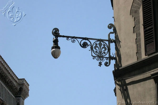Street lamp (600Wx400H) - Street lamp - located in Piazza del Duomo - with the florentine's lily, the symbol of the city. (Photo by Marco De La Pierre)