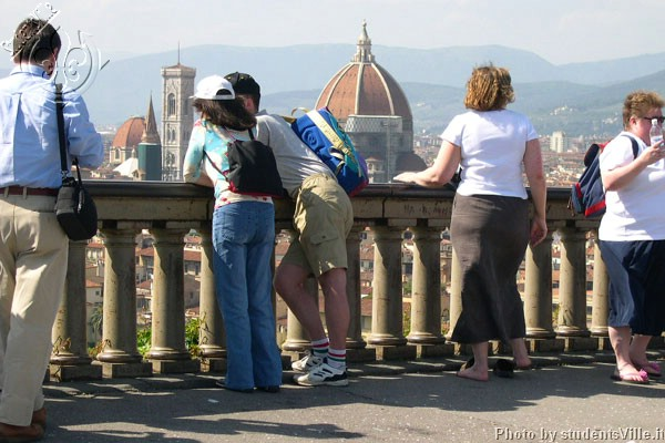 Tourists at Piazzale (600Wx400H) - Tourists at Piazzale Michelangelo
