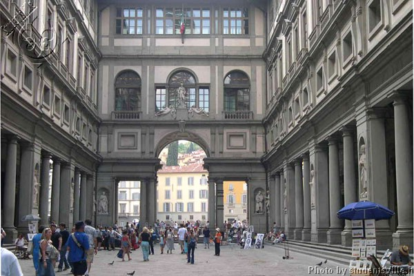 Piazzale degli Uffizi (600Wx400H) - View of the magnificent architecture of the Uffizi Museum. (Photo by Marco De La Pierre)