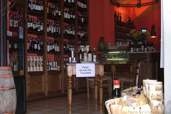 Vinarius Wine Bar (600Wx400H) - Vinarius, elegant wine bar located close to Santa Croce Square. If you are in love with Italian and Tuscan wines it definitely worths a visit! (Photo by Marco De La Pierre)