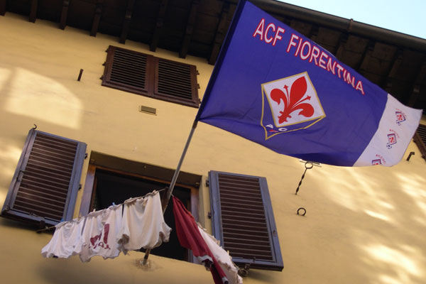 Forza Viola!! (600Wx400H) - Viola (Fiorentina) Flag at a window of Piazza San Pierino...Forza Violaaaaa!! (Photo by Marco De La Pierre)